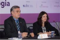 João Hansen e Enilce M. Oetterer durante a Coordenação de Mesa do Fórum de Repelentes